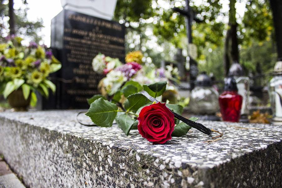 komu przysługuje zasiłek pogrzebowy?