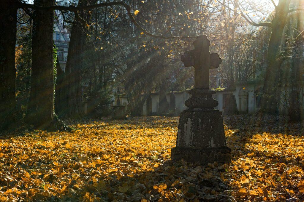 sennik cmentarz